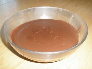 El bol con la masa de chocolate
